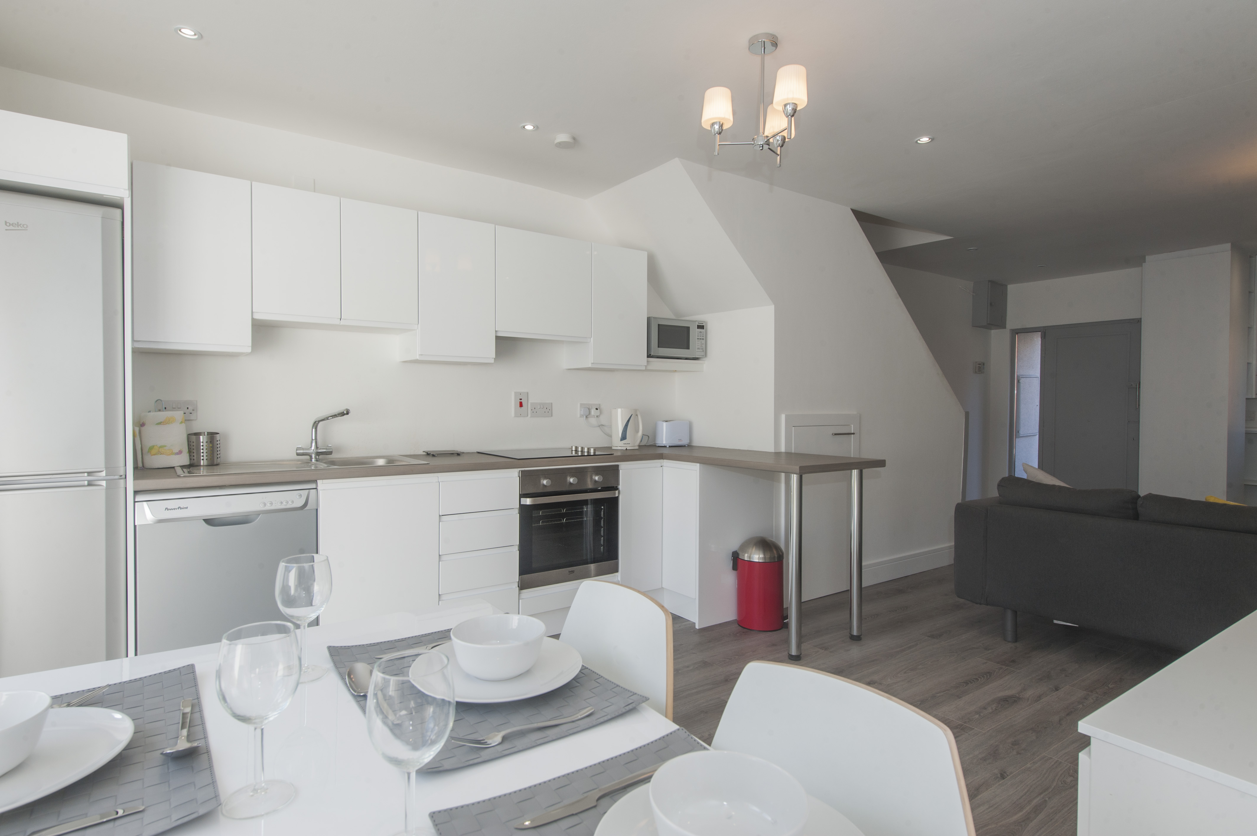 Image of a Dwellworks corporate housing kitchen