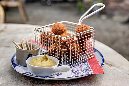 Bitterballen Basket - Foods in the Netherlands