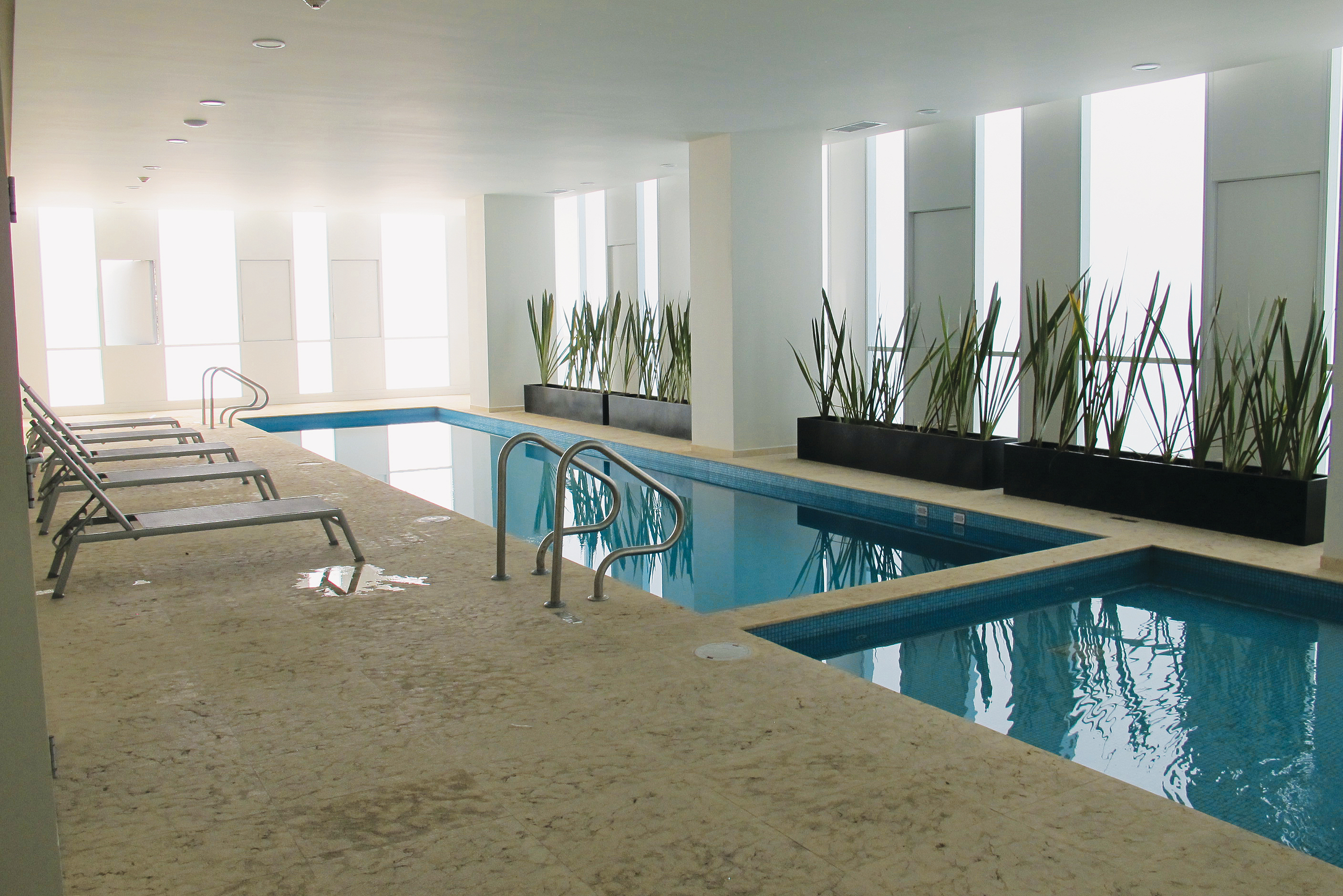 Image of the indoor pool at the Carso corporate housing building
