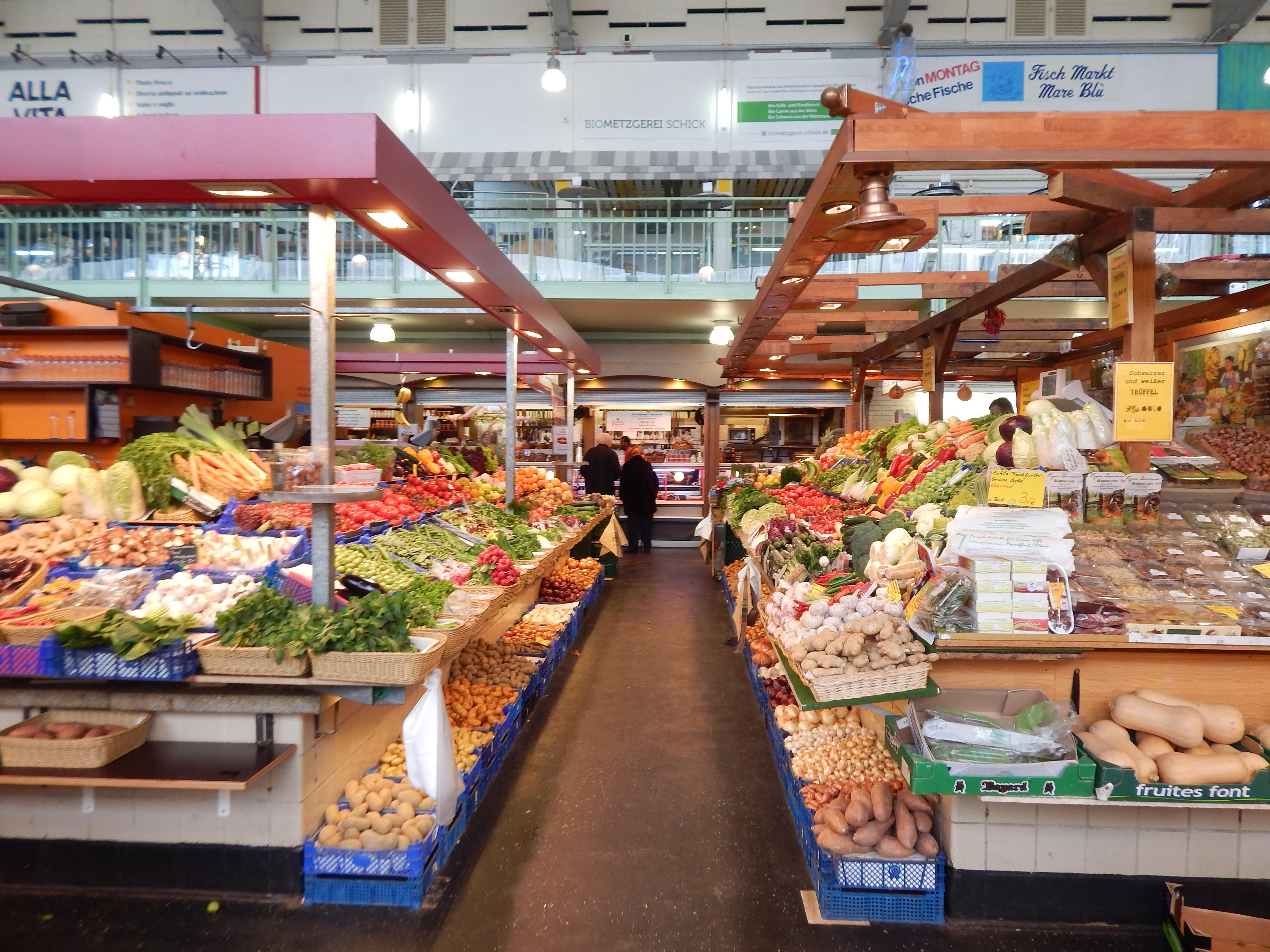 An image of a market in Frankfurt, Germany.