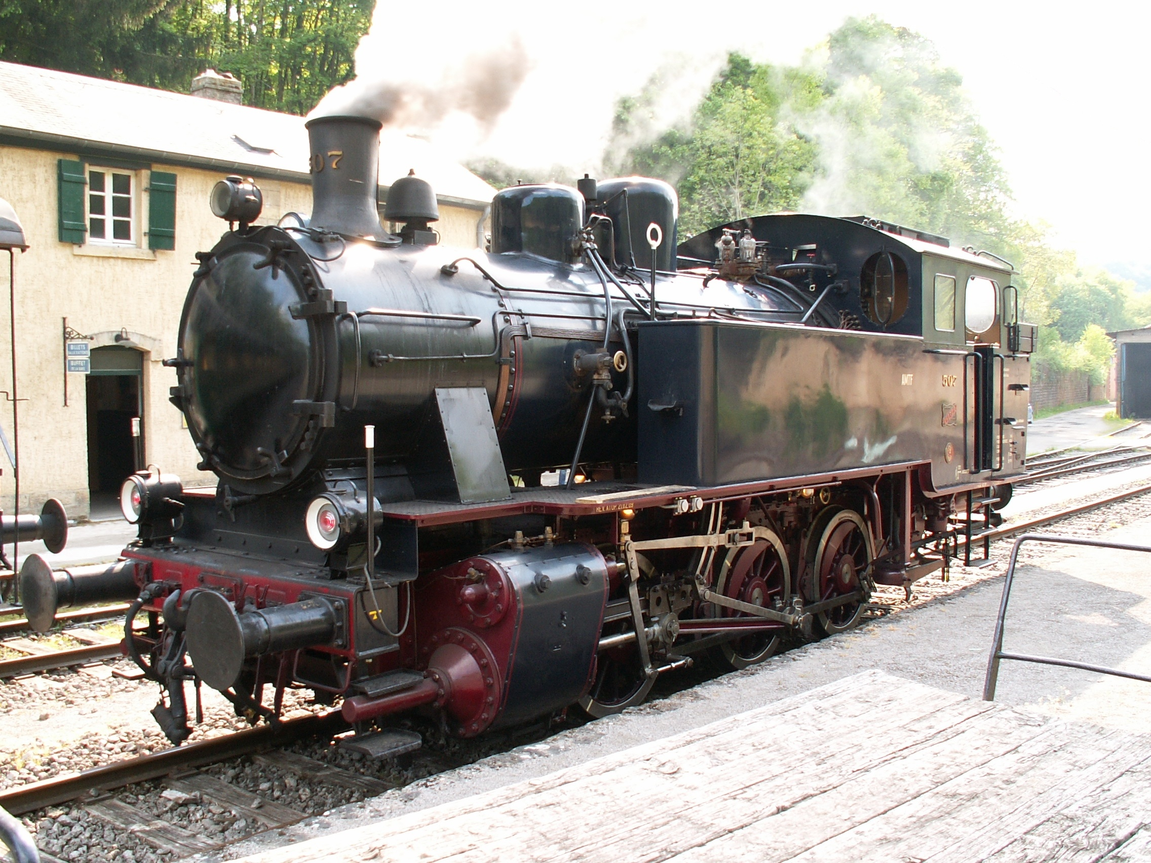Image of an old steam locomotive