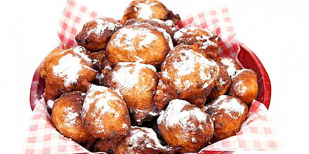 Oliebollen - Food in the Netherlands