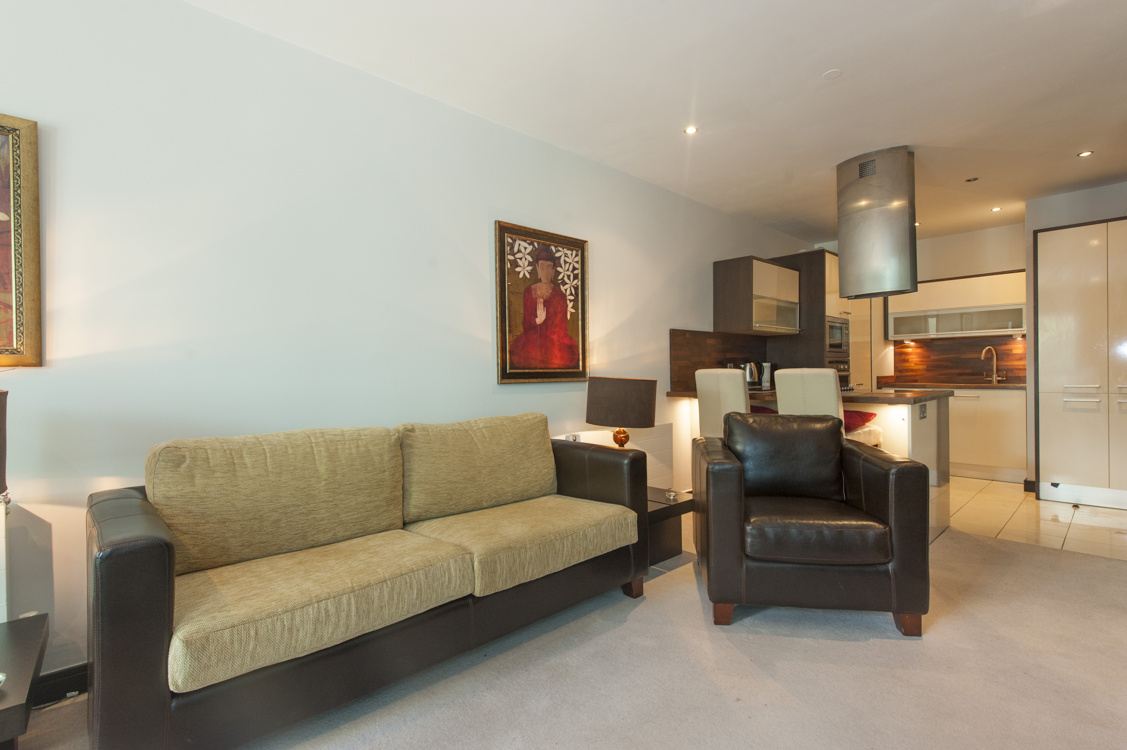 Image of a Dwellworks corporate housing living room