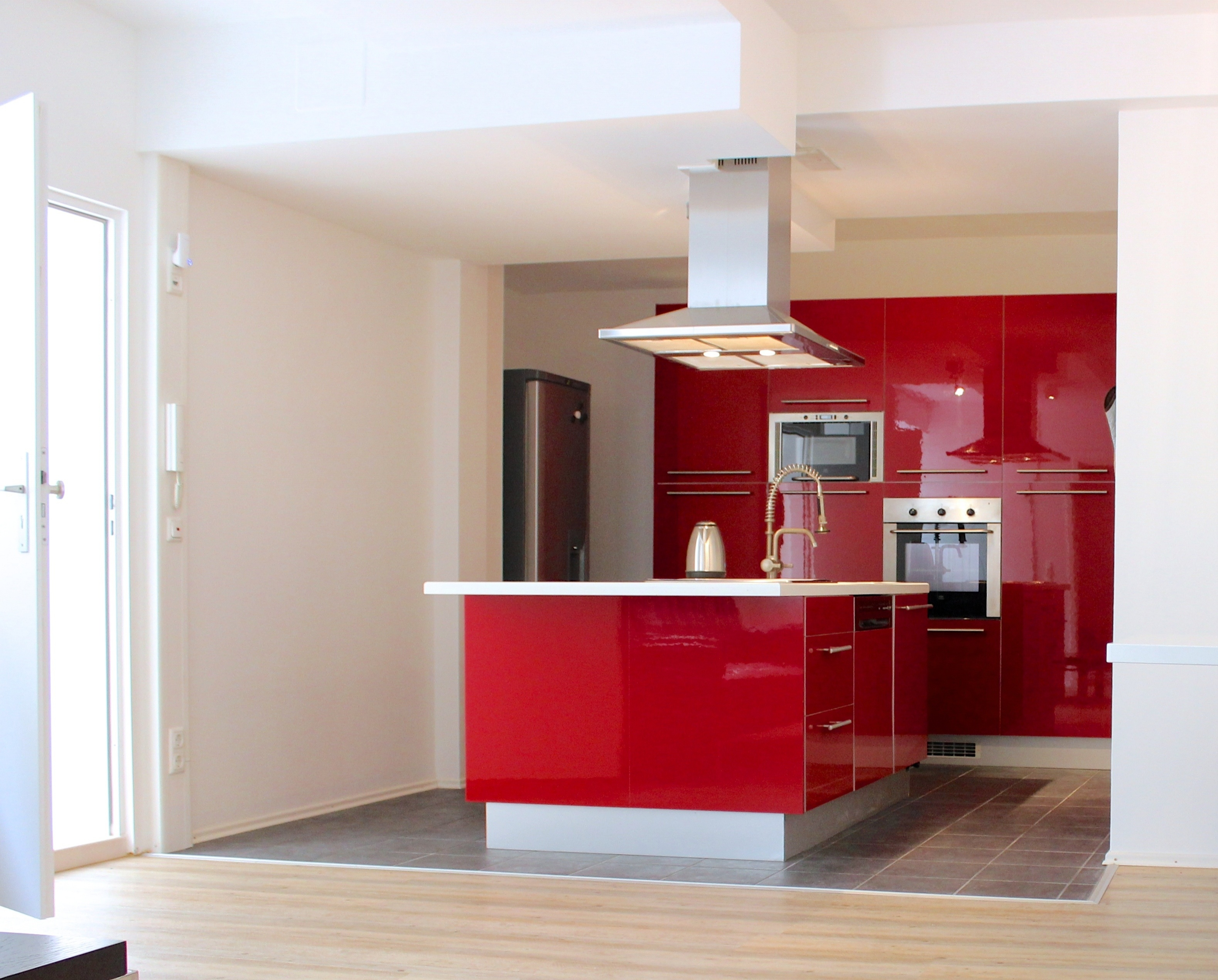 Image of a kitchen in a corporate housing apartment.