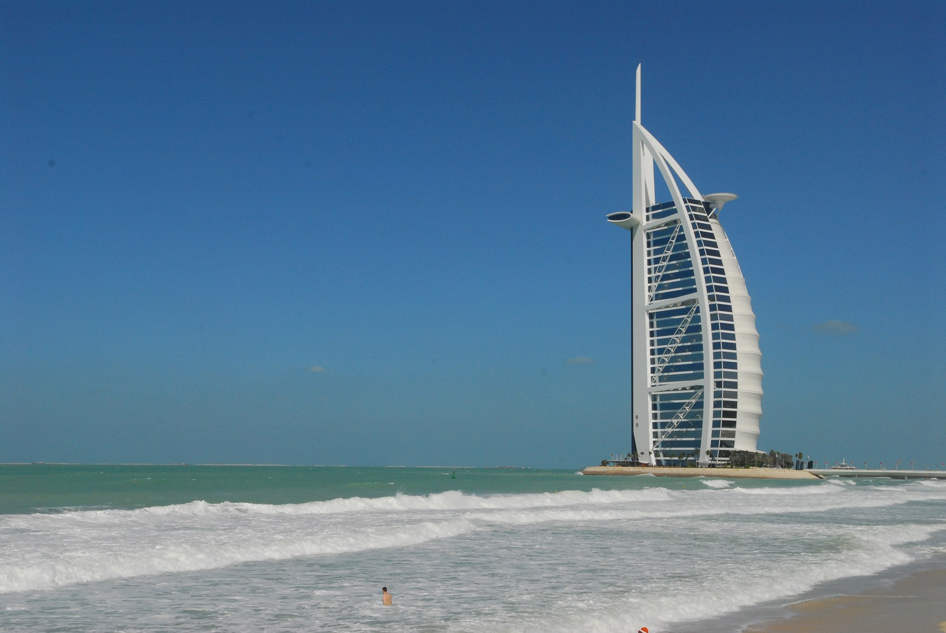 Image displaying the impressive architecture in the UAE