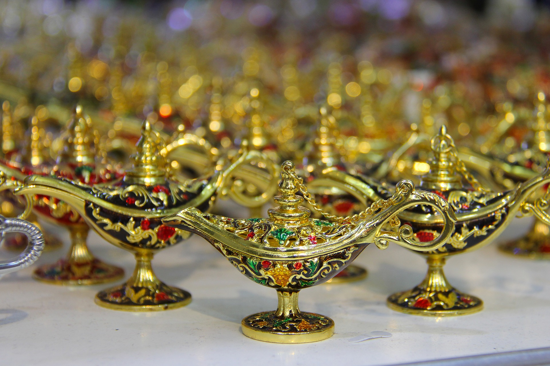 Image of gold lamps in the UAE