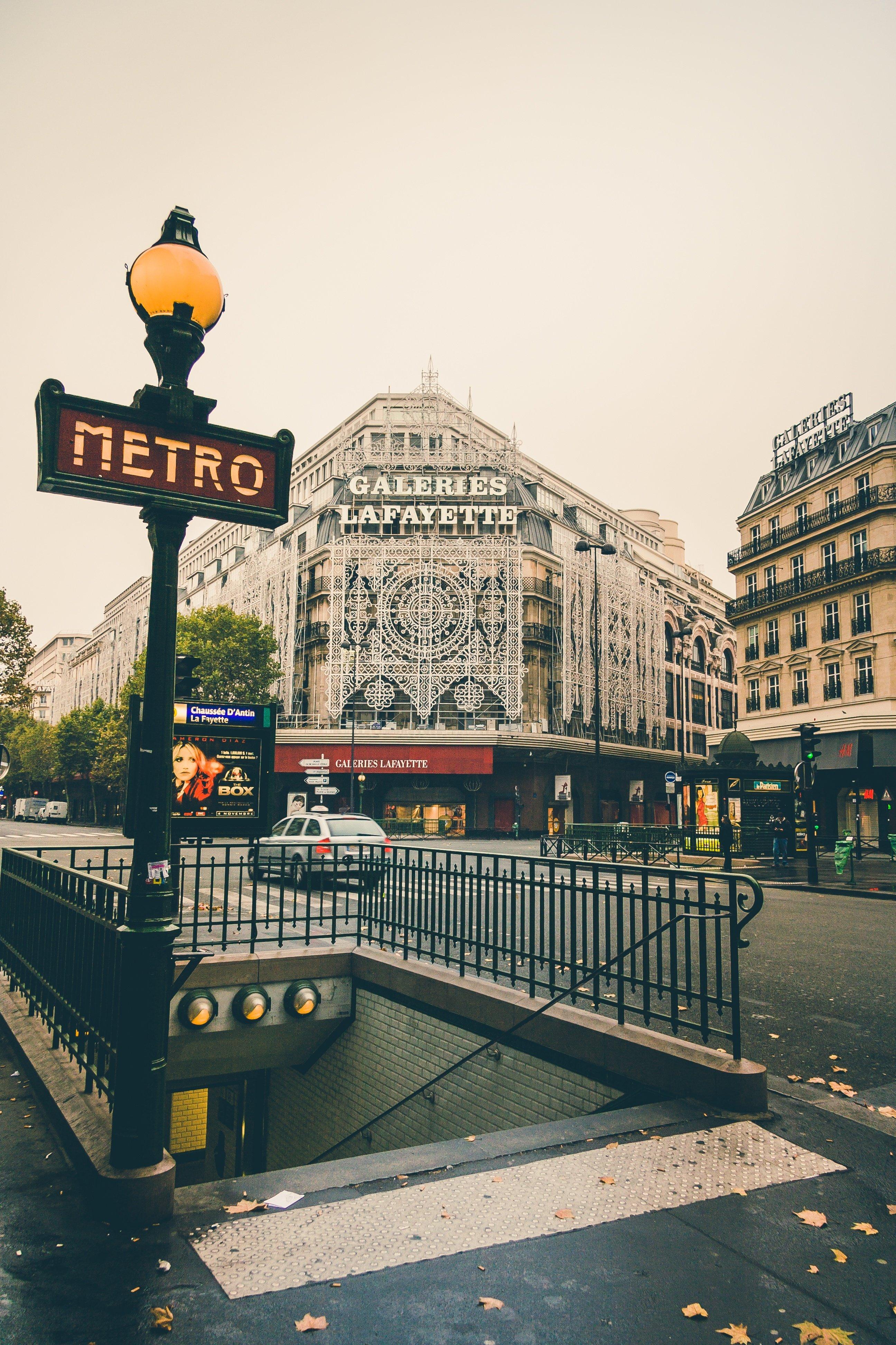 Image of a metro entrance in Paris