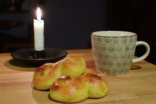 Image of a saffron bun