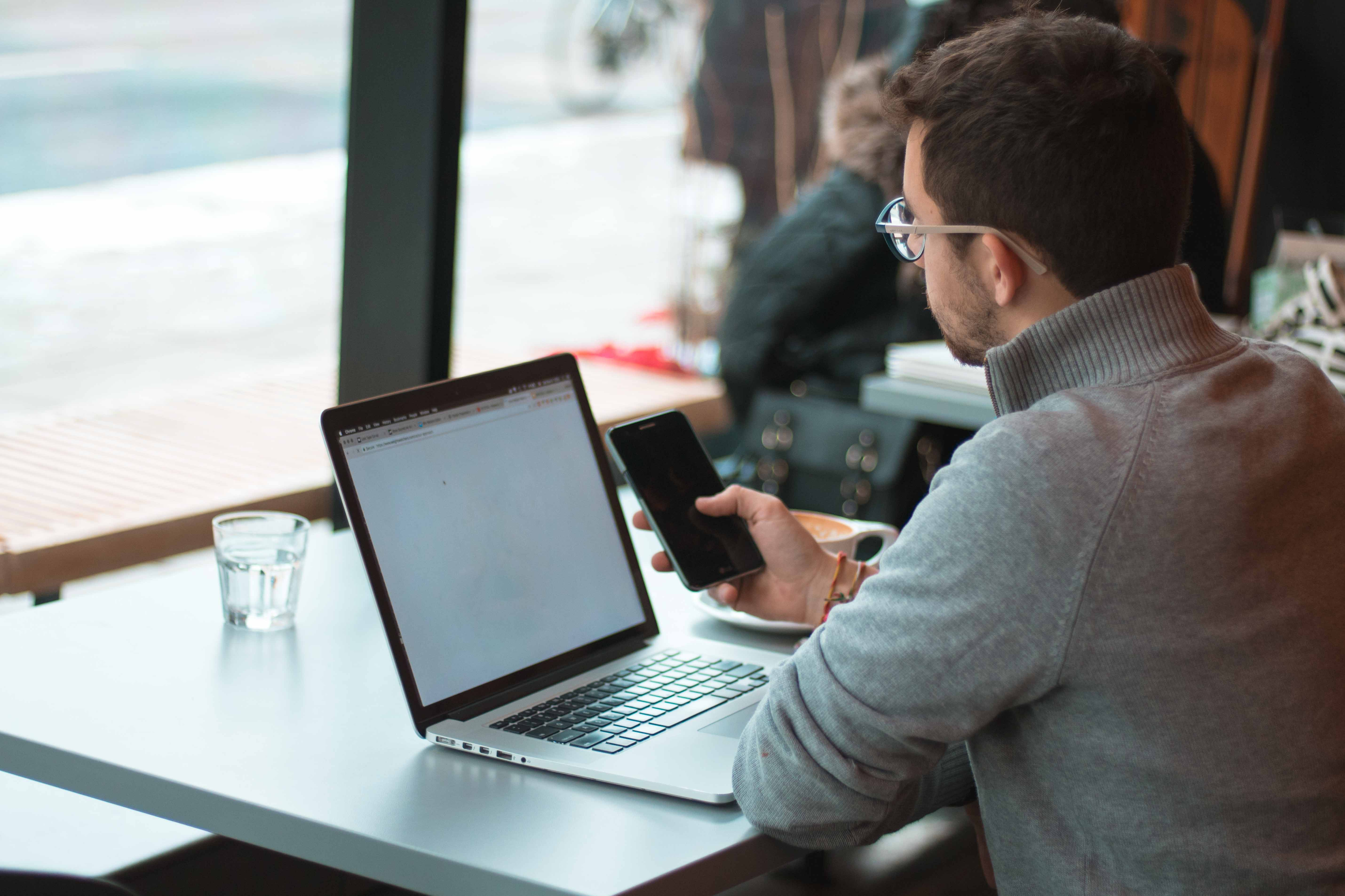 Image of a business traveler booking extended stays online