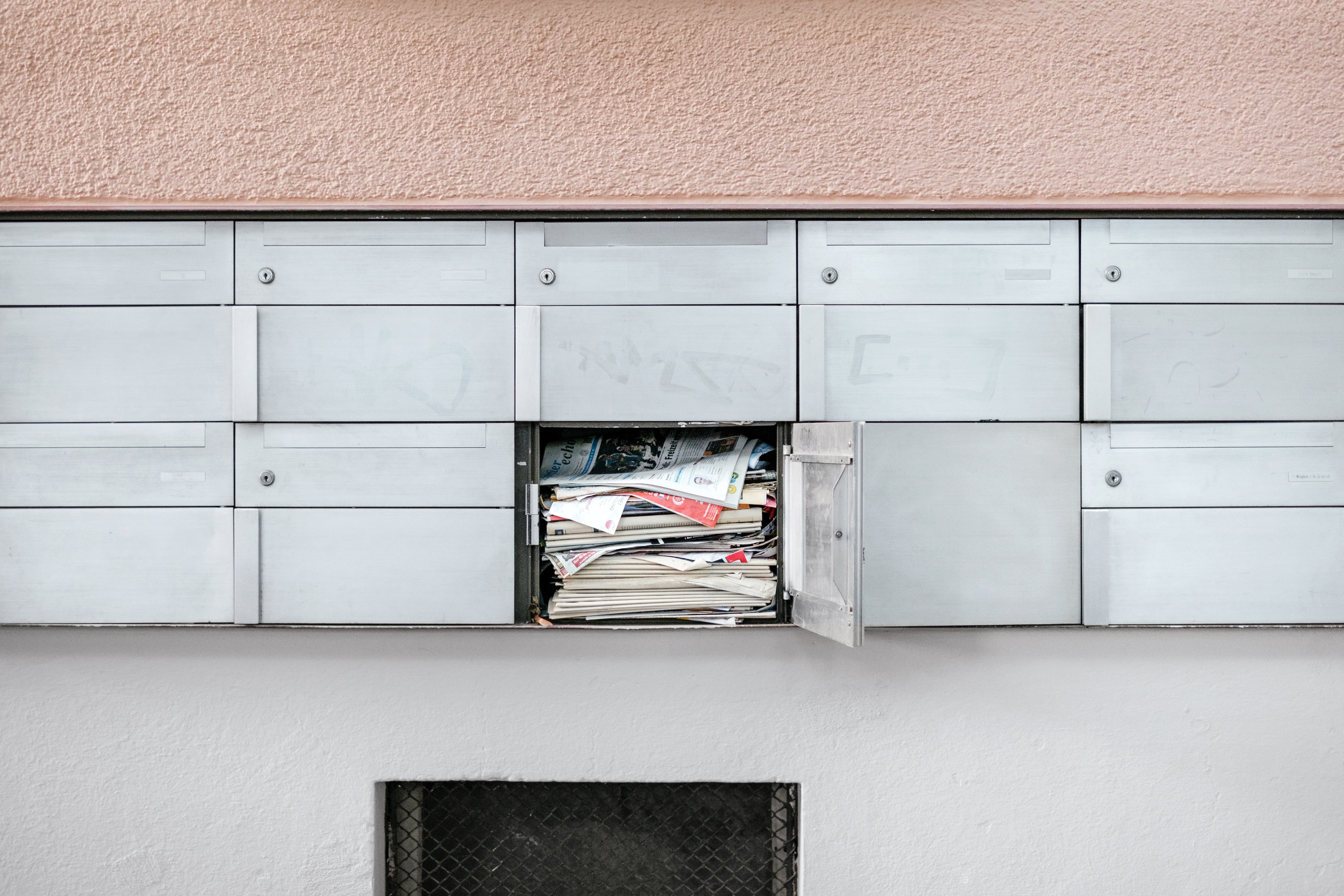 Image of a mailbox filled with mail