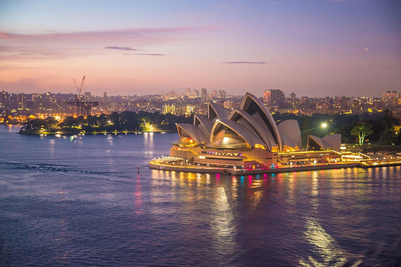 Image of the Sydney skyline at dusk